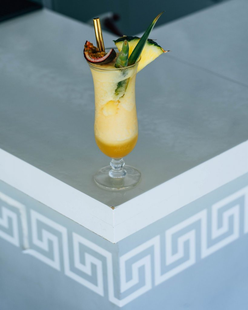cocktail and meandros symbol